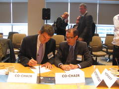 Co-chairs Olav Kjorven and Epimenides Diaz sign the Panama Submission Form - 30 October 2009